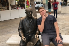 Chilling with Picasso